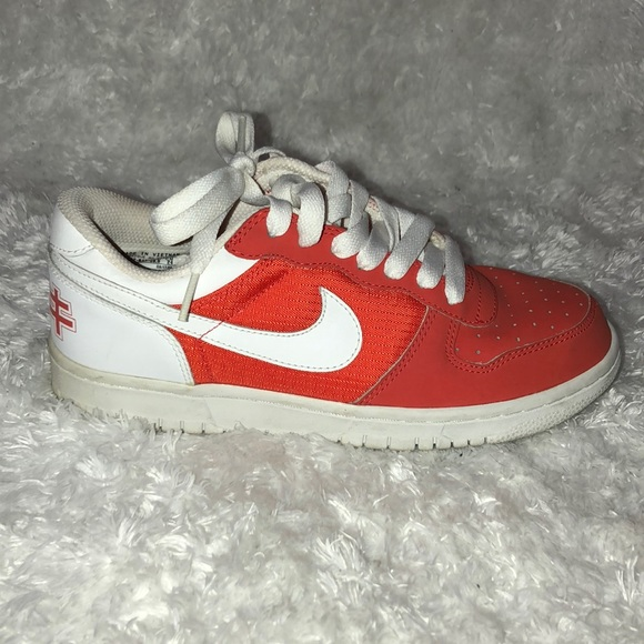 Nike Made in Vietnam Sz 6